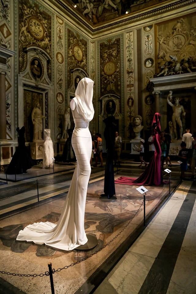 CoutureSculpture Azzedine Alaïa in the History of Fashion  (24)