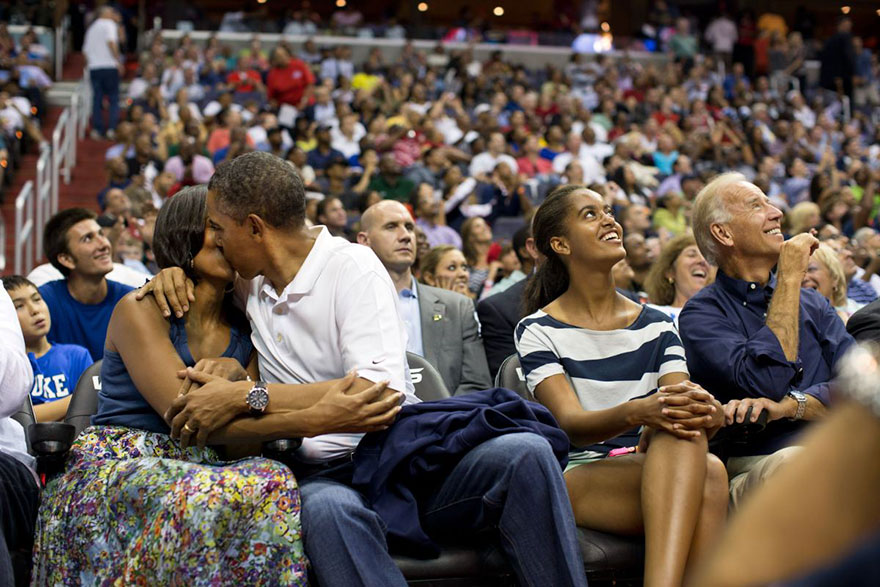 michelle-barack-obama-love-photos-20-587ce81ddd430__880