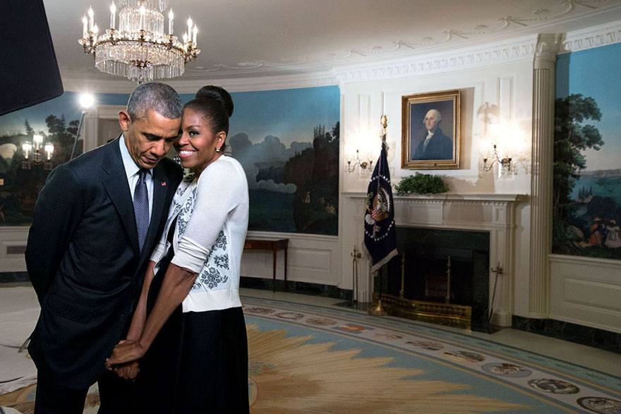 michelle-barack-obama-love-photos-29-587ce832c3bf0__880